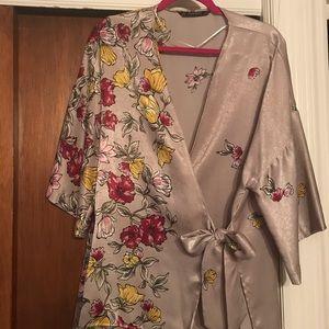 Zara kimono - tan and floral